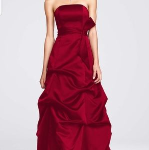 ***NWT** DAVID'S BRIDAL | PROM GOWN 100% POLYESTER
